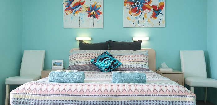 Queen Pool View Room Accommodation at Ocean View Motel - Mollymook NSW. Free Wi-Fi is included.