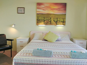 Queen Room Accommodation at Ocean View Motel - Mollymook NSW